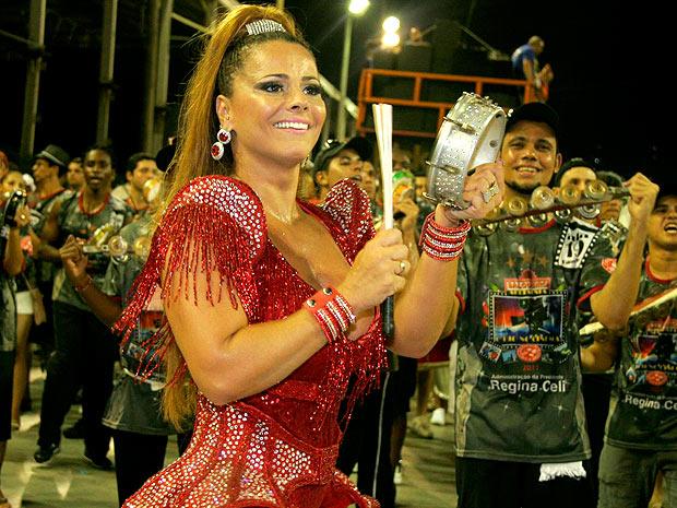 Desde 2008, Viviane Araújo passou a usar o tamborim nos desfiles (Foto: Divulgação / Divulgação)