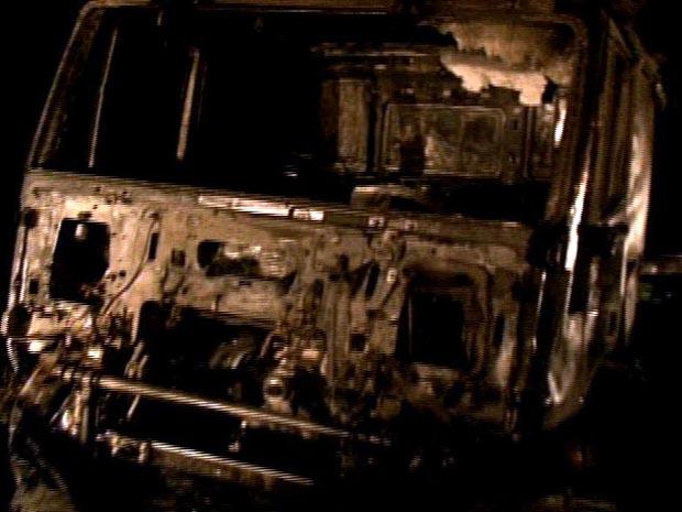 A colisão provocou incêndio nos dois veículos envolvidos no acidente. (Foto: Reprodução/TV Gazeta)
