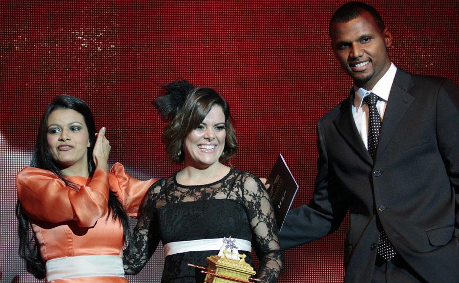 Prêmio de melhor DVD/BluRay foi vencido pelo Diante do Trono; troféu foi entregue à cantora do grupo pelas mãos de Damares e Jefferson