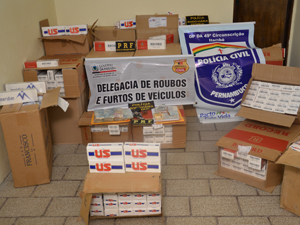 Operação combate contrabando de cigarros  (Foto: Walter Paparazzo/G1)