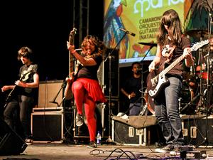 Camarones Orquestra Guitarrística também se apresenta na abertura (Foto: Divulgação/Rafael Passos)