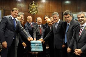 Líderes partidários com o presidente José Sarney após reunião sobre o Código Florestal (Foto: Jane de Araújo / Agência Senado)