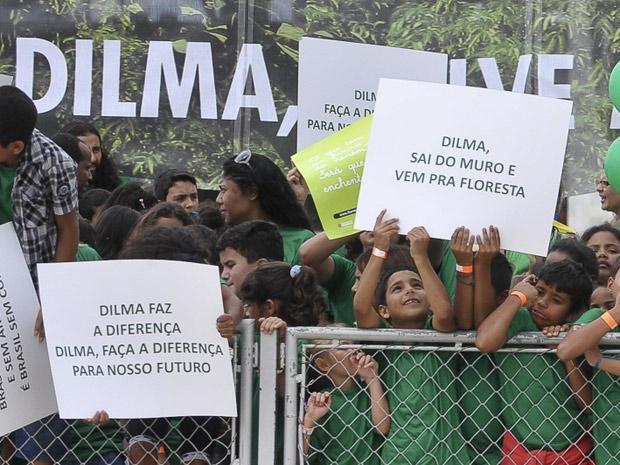 Crianças participam de ato em frente ao Palácio do Planalto (Foto: Antônio Cruz / Agência Brasil)