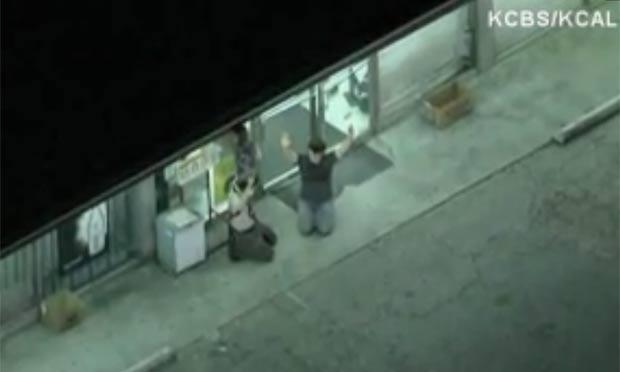 moradora suspeitou de dois dos atores e ligou para a polícia. (Foto: Reprodução)