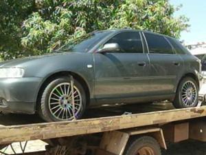 Carro de luxo foi encontrado com suspeitos (Foto: Reprodução / TV Tem)