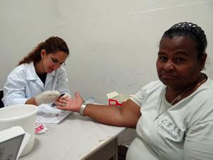 Maria Lúcia foi uma das que escolheu fazer o exame. (Foto: Katherine Coutinho / G1)