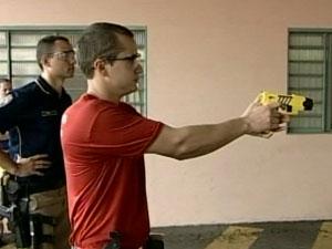 Policias poderão utilizar equipamentos assim que terminarem o curso (Foto: Reprodução/ Tv Integração)