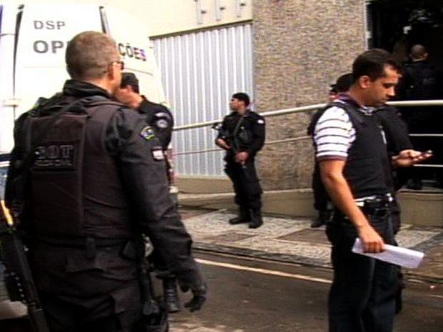 Grupo Especial de Trabalho Investigativo e Ministério Público do Espírito Santo realizaram operação no Sul e prenderam policiais militares (Foto: Reprodução/TV Gazeta)