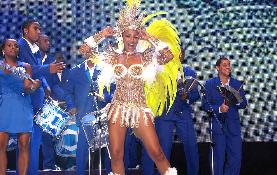 A atriz Sheron Menezzes está no segundo ano como rainha de bateria da Portela