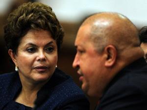 Dilma e Chávez durante reunião bilateral em Caracas (Foto: Juan Barreto/AFP)