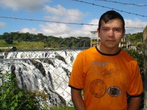 """""""Posso dormir com o barulhinho da cachoeira"""", diz Everton.  (Foto: Adriana Justi / G1)"""