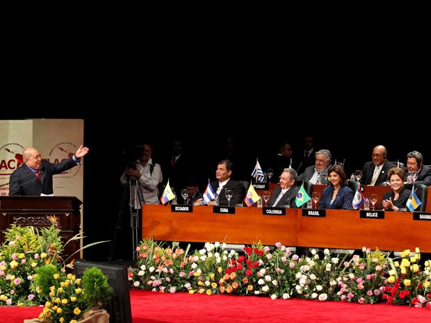 Dilma e líderes de países vizinhos na cerimônia de abertura da III Cúpula de Chefes de Estado e de Governo da América Latina e do Caribe (Calc) (Foto: Roberto Stuckert Filho/PR)