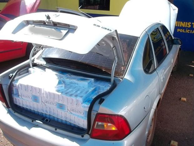 Veículos estavam carregados com cigarros contrabandeados. (Foto: Divulgação/PRF)