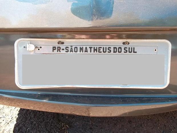 Carro roubado foi identificado pois havia uma letra a mais no nome da cidade. (Foto: Divulgação/PRF)