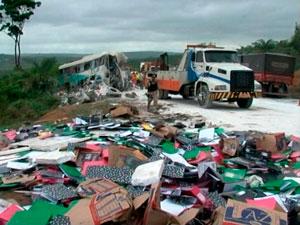 Ônibus que levava trabalhadores na BA rodava com liminar do DF, diz PRF (Foto: Imagem/ TV Bahia)