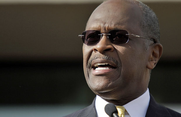 Herman Cain em evento em Atlanta, onde anunciou a 'suspensão' de sua candidatura (Foto: John Adkisson/Reuters)