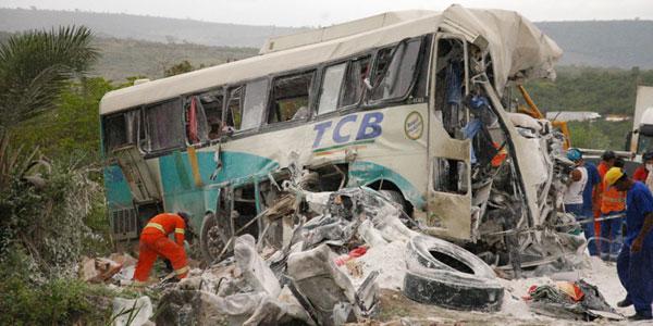 Acidente entre três veículos deixa mortos no interior da BA, diz polícia (Foto: Zenilton Meira/ AE)
