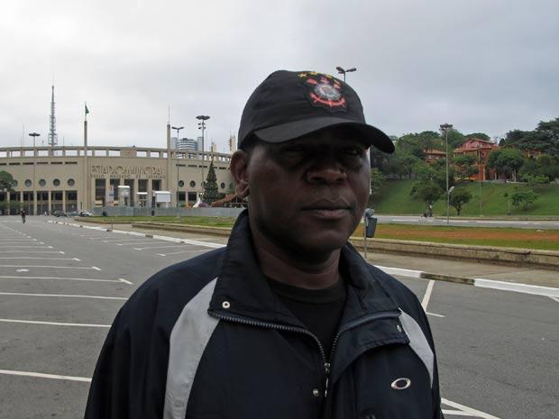 O eletricista Paulo da Silva, 38 anos, afirma que ficou surpreso e triste com a notícia da morte do ex-jogador Sócrates. (Foto: Eduardo Carvalho/G1)