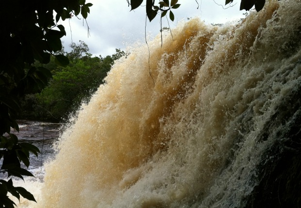Iracema Falls &#233; um dos principais complexos de Presidente Figueiredo. (Foto: Girlene Medeiros/G1 AM)