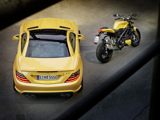 Amarelo especial marca o resultado da parceria entre Mercedes-Benz e Ducati (Foto: Divulga&#231;&#227;o)