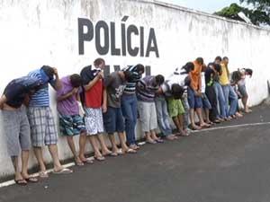 Ao todo, 48 pessoas foram detidas em quatro cidades investigadas.    (Foto: Reprodução / Tv Integração)