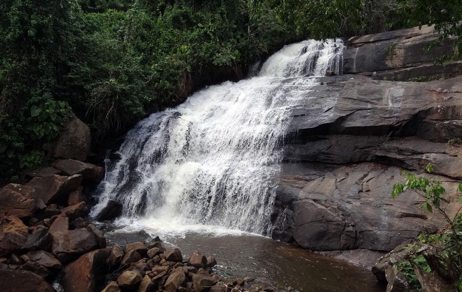Cachoeira Peri Peri, em São Benedito do Sul, tem paredão de 27m e é muito procurada por quem pratica rapel