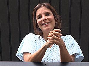 Ivete aparece em janela de hospital (Foto: Reprodução/TV Bahia)