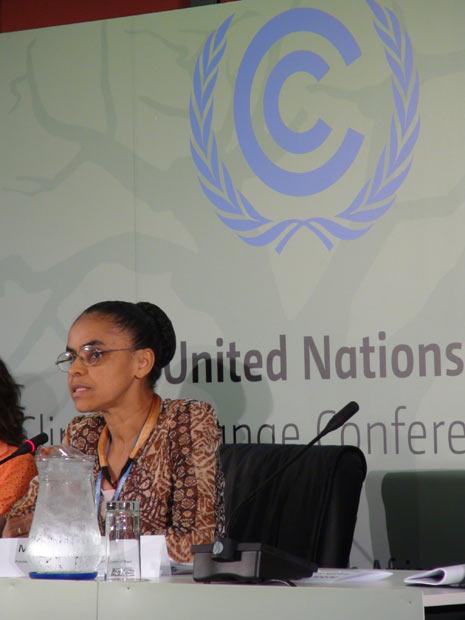 A ex-ministra do Meio Ambiente, Marina Silva, comenta aprovação do Código Florestal na COP 17, em Durban (Foto: Dennis Barbosa/G1)
