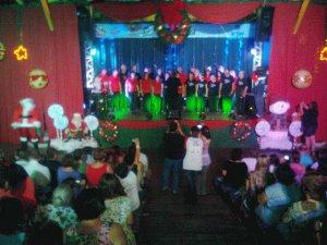 Coral se apresentam no Vozes de Natal, em Marília (Foto: Guilherme Martins/G1)