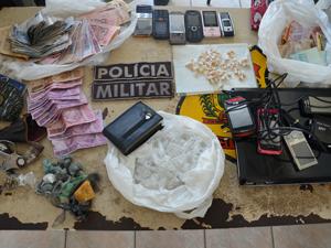 Material apreendido em operação em João Pessoa  (Foto: Walter Paparazzo/G1)