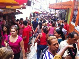 Rua Marechal Deodoro lotada nesta quinta-feira (8) (Foto: Carlos Eduardo Matos/G1 AM)