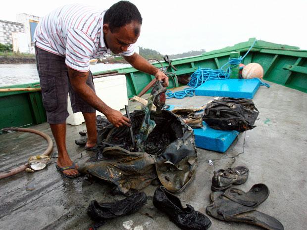 Pescador encontra destroços de aeronave na Bahia (Foto: Joá de Souza/ Agência A Tarde/ AE)
