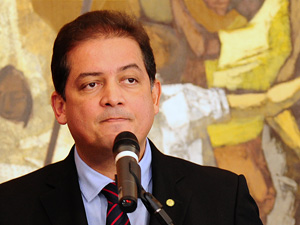 Deputado Eduardo Gomes (PSDB-TO), que administra Câmara, diz que há ambiente a favor para aprovar pacote (Foto: Beto Oliveira/Agência Câmara)