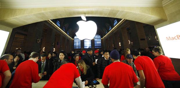 A loja da Grand Central é a quinta da Apple em Nova York. Conforme companhia, 300 milhões de pessoas visitaram as lojas da Apple no mundo nos últimos 12 meses. A Apple tem 361 lojas oficiais em 11 países, que incluem EUA, Reino Unido, França, Alemanha, Espanha, Suíça, Itália, Japão, China, Austrália e Canadá. (Foto: Eduardo Munoz/Reuters)