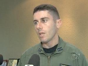 Policial que atirou em bandido em Goiânia (Foto: Reprodução/ TV Anhanguera)