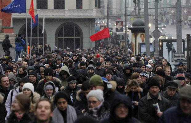 Manifestantes começam a chegar à praça Bolotnaya, onde são aguardados 30 mil pessoas em protesto (Foto: Anton Golubev / Reuters)