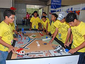 Equipes mostram seus trabalhos no torneio de robótica (Foto: Divulgação/Wesley Henrique)