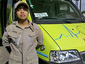 Bombeira Julliane ajudou no parto da criança (Foto: Kety Marinho/TV Globo)
