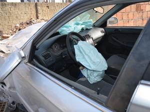 Carro de onde mulher  foi jogada na Paraíba (Foto: Walter Paparazzo/G1)