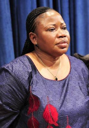 A nova promotora do Tribunal Penal Internacional, Fatou Bensouda, fala a jornalistas na sede da ONU, em Nova York (Foto: Emmanuel Dunand / AFP)