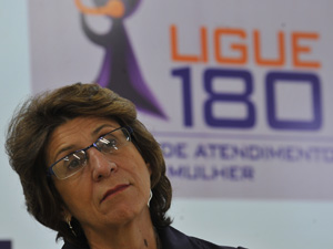 Iriny Lopes anunciou compra de unidades móveis para atender mulheres vítimas de violência (Foto: Valter Campanato/ABr)
