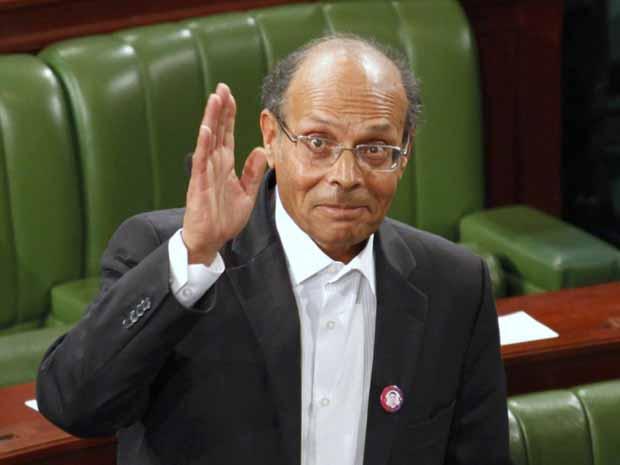 Moncef Marzouki nesta segunda-feira (12) diante da Assembleia Constituinte em Túnis (Foto: AP)