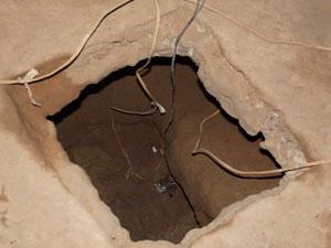 Polícia identifica buraco em cela e evita fuga de presos no interior da BA (Foto: Blog do Sigi Vilares)