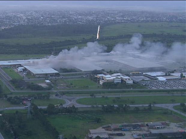 Incêndio na fábrica da casa da moeda (Foto: Reprodução/TV Globo)