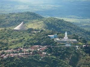No goessítio Colina do Horto, as rochas são as mais antigas da Região do Cariri (Foto: Geopark Araripe / Divulgação)