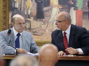 O presidente do PP, senador Francisco Dornelles (RJ) e o ministro das Cidades, Mário Negromonte, durante reunião do partido (Foto: Wilson Dias/ABr)