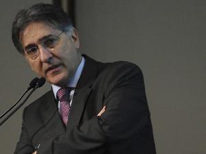 Fernando Pimentel alega que não exercia cargo público quando prestou consultorias (Foto: Wilson Dias/ABr)