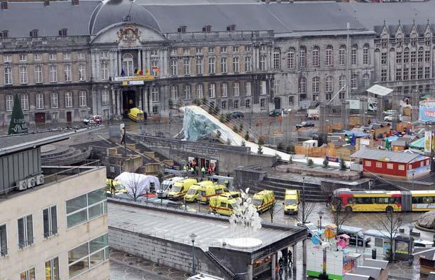 Visão geral da Praça Saint Lambert, em Liège, na Bélgica, após os incidentes desta terça-feira (13) (Foto: AFP)