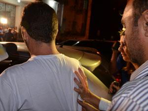 Suspeito de esfaquear esposa se entrega à Polícia na Paraíba (Foto: Walter Paparazzo/G1)