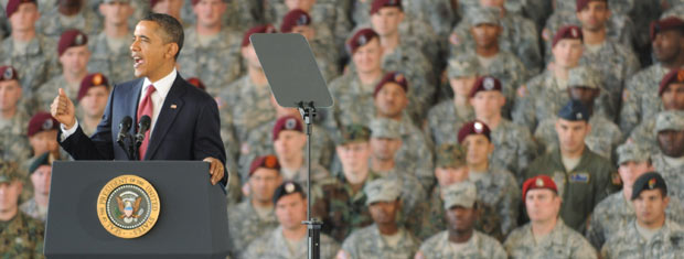 O presidente dos EUA, Barack Obama, fala a militares nesta quarta-feira (14) em Fort Bragg (Foto: AFP)